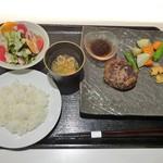 Yakiyakisannoieakasaka - ランチ:黒毛和牛ハンバーグセット(120g)