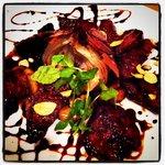 ビストロ ウシベンケイ - ハラミとハツのガーリックステーキ