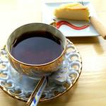カフェ 七つの海 - 料理写真:コーヒー&チーズケーキセット