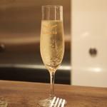 キャトルラパン 神戸三宮 - ☆スパークリングワイン(グラス)