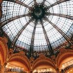 Pierre Hermé Paris 9e - Galeries Lafayette - 本館の吹き抜けとステンドグラスは圧巻です。