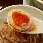 創作麺工房 鳴龍 - とろっとろ味玉