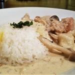 ビルボケ - 鶏肉ときのこのクリーム煮