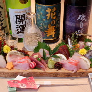 「花の舞」や「開運」など、富士の伏流水を使った地酒も魅力
