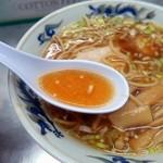 中華そば みたか - 綺麗に透き通った琥珀色のスープ