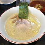 百歩ラーメン - 百歩ラーメン680円