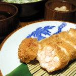 かつ吉 - 海老かつ定食 新鮮な小海老と玉ねぎだけで作る女性に大人気の商品です。