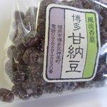 兜屋博多甘納豆本舗 - 博多甘納豆(小豆)です。ここの甘納豆は普通の甘納豆に比べてやや砂糖が多めに使ってあるのか歯ごたえというかあの甘納豆独特のシャリシャリ感が凄いです・・