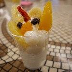 美園アイスクリーム - 料理写真:フルーツだんご
