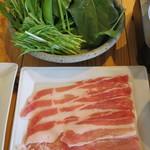 85409016 - お肉追加600円、野菜追加350円