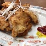 中華料理 五十番 - 唐揚げアップ画像、謎のケチャップも写ルンです。