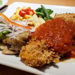 キャッツカフェ - BBQグリルチキンステーキ&カレイのフライ(日替わりランチ)