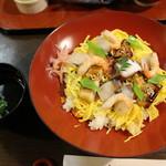すし丸本店 - 松山鮨(1050円)