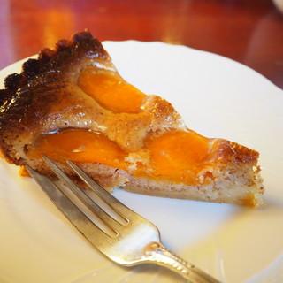 cafe 螢明舎 - 料理写真:あんずのタルト