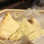 アジアンキッチン ネパラヤ - チーズナン