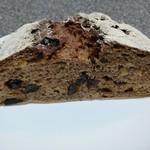 なまけもののパン屋 - ライ麦60%のパン(果肉入り)