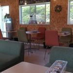 カフェ&ドッグラン ぷらすわん - 居心地のいい店内