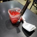 ラーメン冬冬 - チャーハンの紅しょうが