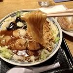 喜怒哀楽 - あんかけそば700円…細麺です(ピンぼけ〜)