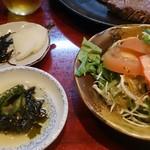 但馬亭 - ランチのサラダと小鉢と漬物