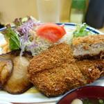曙 - B定食はワラジめんちと魚