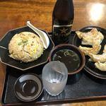 みんぱい - チャーハン、焼き餃子、ビールの中ビン