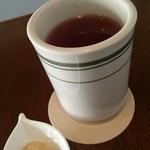 椎名町カフェ - アイスコーヒーにはハートのクッキーがついてきました。
