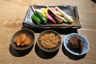 味噌鐡 カギロイ - 有機野菜の盛合せ、鯛味噌 金山寺味噌 ニンニク味噌で1