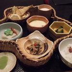 豆仙坊 - 花かご弁当 924円