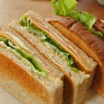 シーフィールド - ボキらが注文したのは、ハムトーストサンドイッチ。 パンが香ばしく焼かれていてサクッとした食感がいいです。