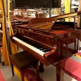 グランドピアノのあるカフェ