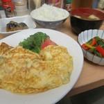 和食堂 まるさ - 料理写真:朝定食(おかず3品・ご飯・みそ汁)450円