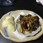 中国精進料理 凛林 - 鴨の紅茶燻と花巻パン