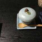 中国精進料理 凛林 - 自作の器に杏仁豆腐が