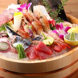築地直送!朝獲れ鮮魚を贅沢に頂く◎桶に盛られたお造り5種盛り