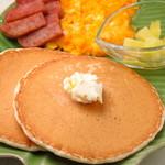 ハワイアンパンケーキ専門店 ハッピーハワイカフェ - オーナーおすすめ!甘じょっぱいお食事パンケーキ。スパム・エッグ・パンケーキがベストマッチ!成増でランチを食べることができて、待ってる間、食べ終わった後はハワイアン雑貨のお買い物ができます!