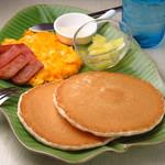 ハワイアンパンケーキ専門店 ハッピーハワイカフェ - 甘じょっぱいオリジナルパンケーキ!成増でランチを食べることができて、待ってる間、食べ終わった後はハワイアン雑貨のお買い物ができます!