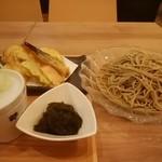 白金魚食堂 - 野菜天せいろそば、アカモク