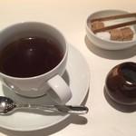 Yakiyakisannoieakasaka - コーヒーが付いてくるのでゆったりと過ごせます。