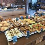 グラハム - 料理写真:パンの種類は、あまり多くありませんが、親しみやすいパンばかりです(2018.5.7)
