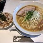ラーメンキャロル - 料理写真:二代目セット大盛り1100円
