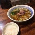 麺屋 悠 - 料理写真:ワンタンメンとサービスの半ライス('18/05/07)