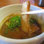 麺屋 高橋 - つけ汁とチャーシューのアップ