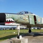 85462816 - RF-4EJ 戦術偵察機改                         尾翼にはウッドペッカー、ノーズにはシャークマウスが描かれています                         飛行速度はF-4と同等で火山の噴火偵察等、上空からの偵察機に改造されました