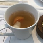 イグレック - 温かい鶏のコンソメを使用した野菜のポトフ仕立て