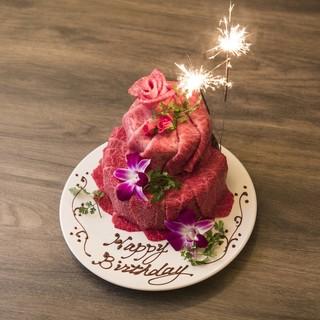 記念日などのお祝いには肉ケーキが大人気!