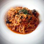 トラットリア ゴデレッチョ エビス - 牛バラ肉の煮込みと揚げナスのトマトソース