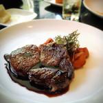 トラットリア ゴデレッチョ エビス - 牛リブロースのステーキ赤ワインソース~カポナータ添え
