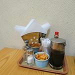 キッチンサン - 卓上調味料(胡椒、塩、和辛子、タバスコ)