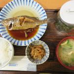 マルワ食堂 - 『本日の魚の煮付け魚定食』790円。